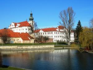 Praha_Břevnov_monastery_from_SE_DSCN0284