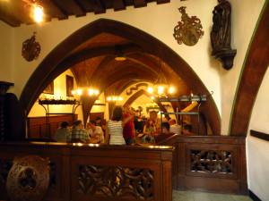 Пивная Schlenkerla - старые своды и замковые интерьеры.