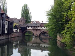 Река Пегнитц, что разделяет город на две части.